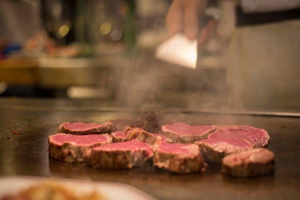grilled steaks and medium rare temperature