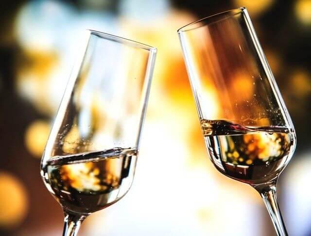 wine toasting glasses